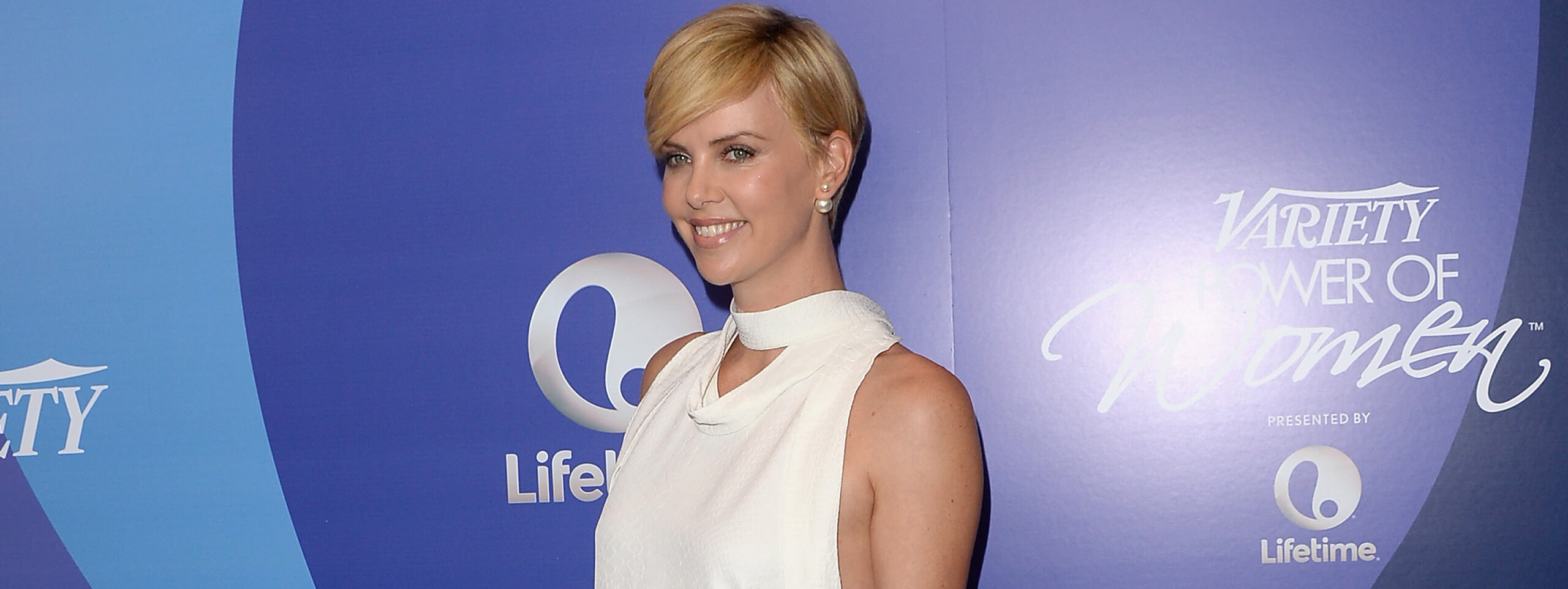 Feminine short hairstyle with blonde hair