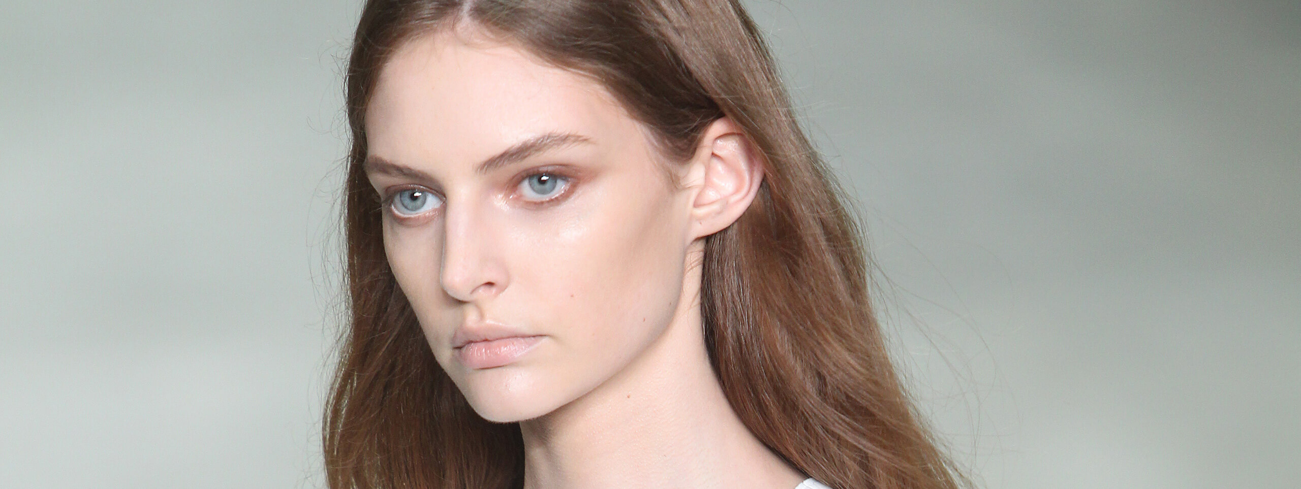 Model rocks cool brown hair color trend
