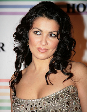 Anna Netrebko wears black hair