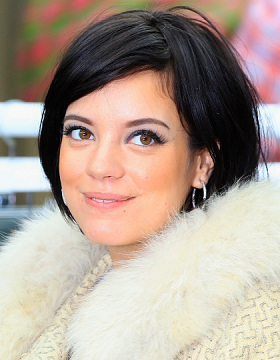 Lily Allen wears black hair