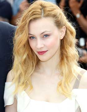 Dating Hairstyles: Sarah Gadon